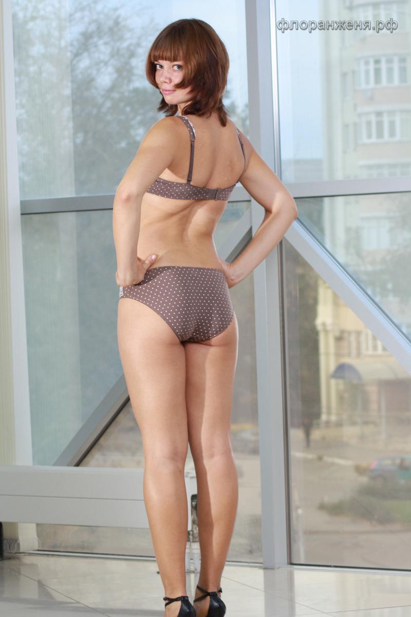 Вид Вики в Липецке сзади, нижнее белье Иванна от Флоранж на фото