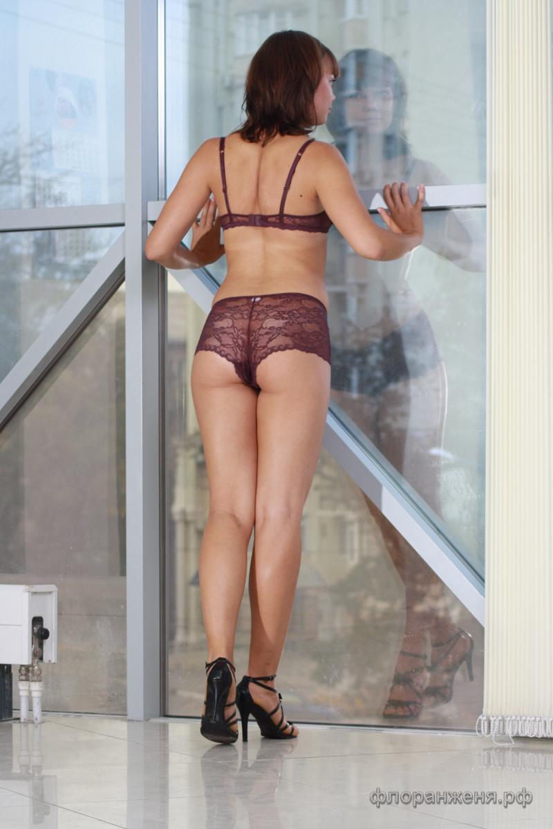Фото из Липецка - спинка Вики-Флоранж в нижнем белье Justine